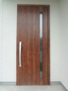 リクシルのハンドダウンチェリー色玄関ドア