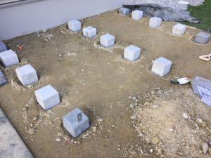 ウッドデッキの基礎石