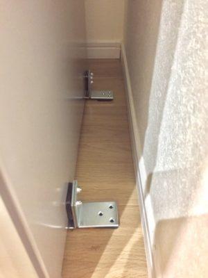 ガッテン流冷蔵庫の固定の手順【L字金具を冷蔵庫に貼り付け】