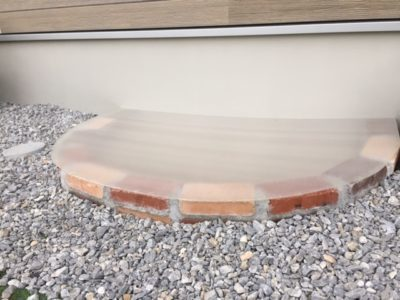 砂場に猫よけの蓋を設置|レンガ砂場DIYの記録
