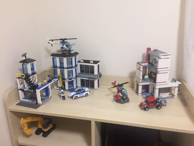 子供部屋にレゴ棚付きの収納を購入